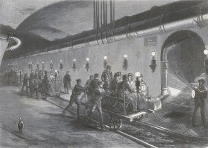 In der Unterirdifchen Ubzugstanalen von Paris den bahnwagen
